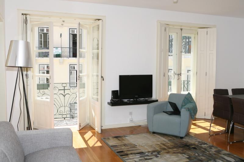 Apartment in Lisbon 220 - Chiado - managed by travelingtolisbon - Image 1 - Lisbon - rentals