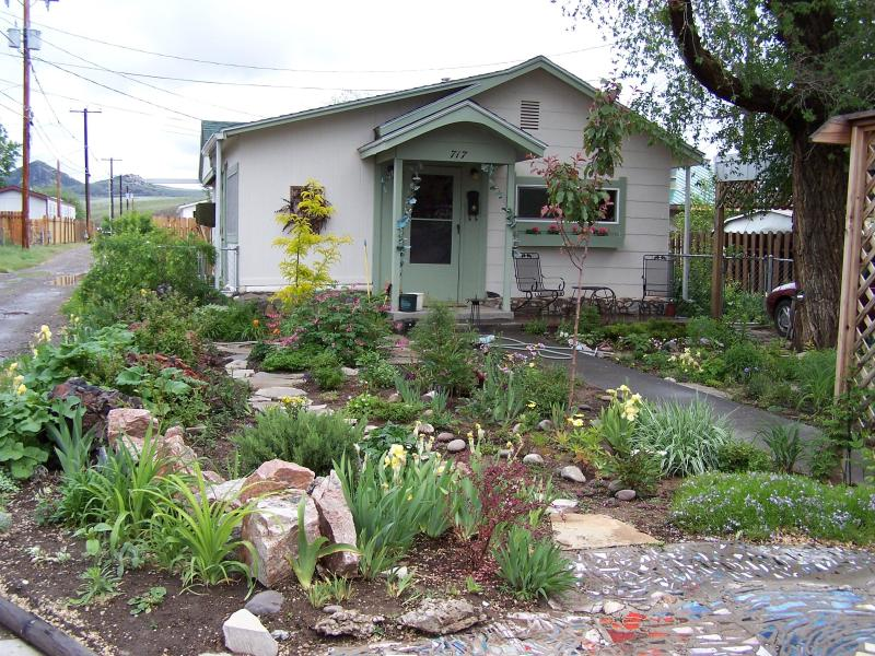 House and Garden - Artist/Writers Retreat - Thermopolis - rentals