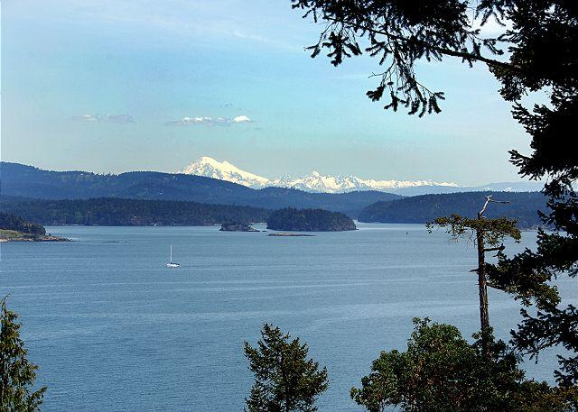 This high bank waterfront home enjoys beautiful views of Shaw, Jones and Orcas Islands and snow-covered Mt. Baker. - Haida House on San Juan Island - Friday Harbor - rentals