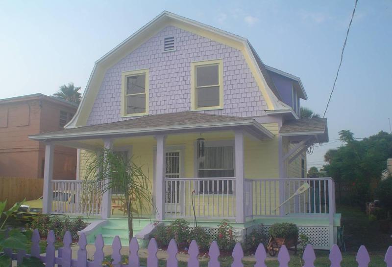 The 1927 2 bedroom, 2 bath Coastal Cottage - 2 Bed, 2 Bath Coastal Cottage with Ocean Views - Daytona Beach - rentals