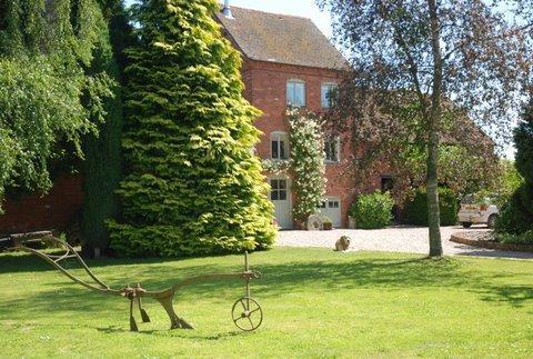 Exterior - Old Harpfields Hop Kiln. Beautiful 2 bed cottage. - Tenbury Wells - rentals