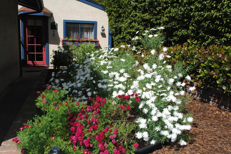 Springtime in the Garden - The Cottage in the Garden, A Cozy Retreat with spa - Redondo Beach - rentals