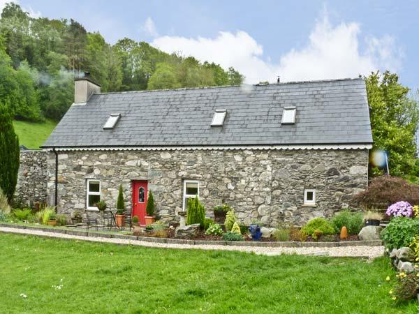 AN LOCHTA FADA, pet friendly, character holiday cottage, with a garden in Ballingeary, County Cork, Ref 4655 - Image 1 - Ballingeary - rentals