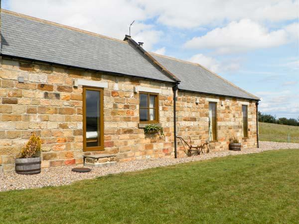 LONGSTONE COTTAGE, pet friendly, character holiday cottage, with a garden in Ugthorpe, Ref 6083 - Image 1 - Ugthorpe - rentals