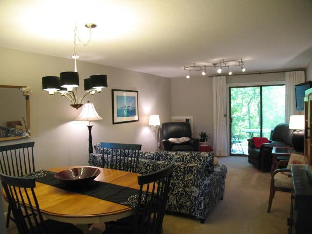 Living Area - Ocean Edge Street Level with updated kitchen, sleeps 6 with pool passes (fees apply) - CH0424 - Brewster - rentals