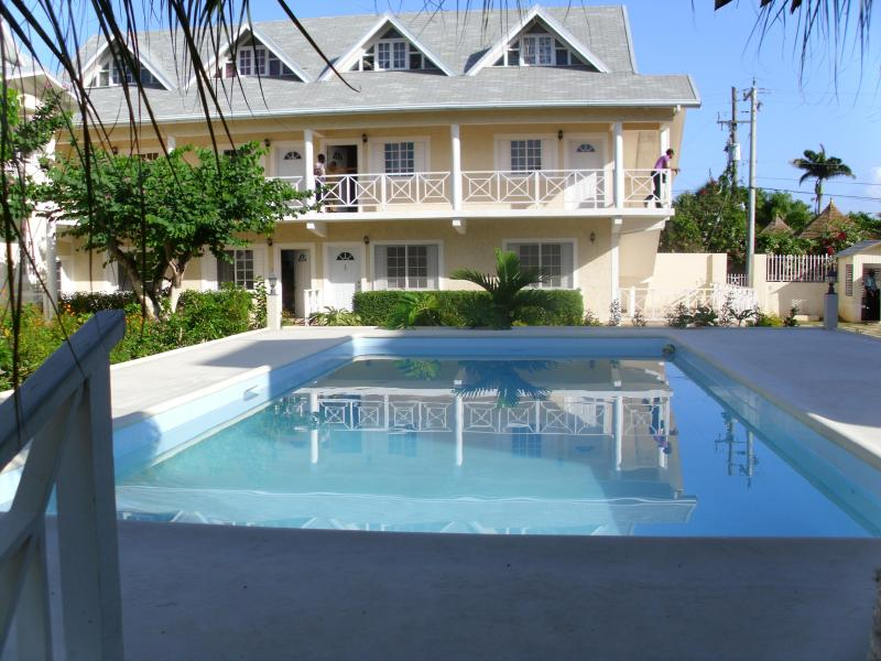 Apartment with pool,AC and wifi - Apartment  in Runaway Bay with pool and free wifi - Runaway Bay - rentals