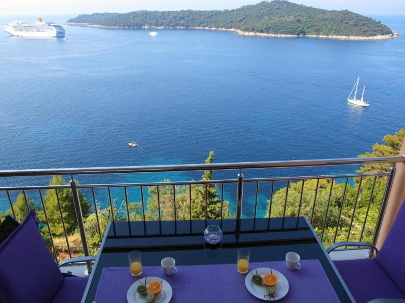 Enjoy breakfast while admiring the picturesque views! - 02| Exclusive Seafront 2-BR with Balcony & Parking - Dubrovnik - rentals