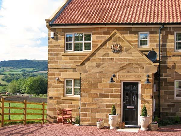 EWELANDS HOUSE, family friendly, luxury holiday cottage, with a garden in Sleights, Ref 7315 - Image 1 - Sleights - rentals