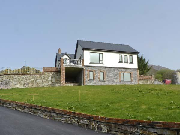 OCEAN VIEW , pet friendly, luxury holiday cottage, with a garden in Adrigole, County Cork, Ref 4630 - Image 1 - Adrigole - rentals