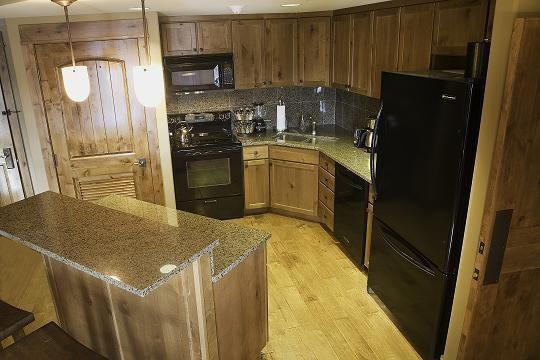 Fully equipped full-size kitchen - Lodge 201A One Bedroom, Two Bath Condo with Lake and Golf Views. Sleeps 4. WIFI. - Tamarack Resort - rentals