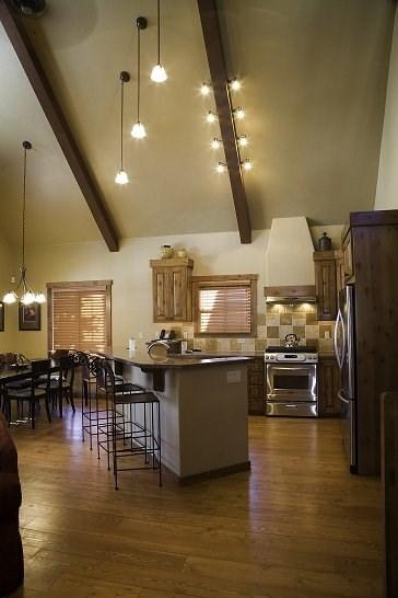 youll enjoy preparing meals in this spacious, fully equipped kitchen - Sawtooth 380- 3 Bedroom, 3 Bath Chalet. Sleeps 9. Pet Friendly. One of our few homes with A/C. - Tamarack Resort - rentals