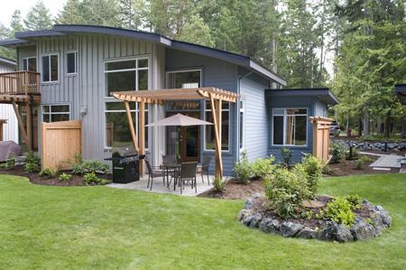 back patio with plenty of green grass - Tanglewood Beach House - Luxury West Coast Living - Parksville - rentals