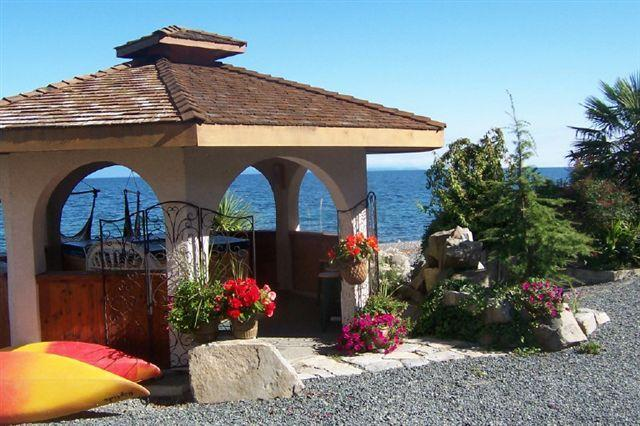 Relax in our Oceanfront Gazebo and Hot Tub, & watch the  bald eagles soar above & cruise ships pass - Beachfront 2 bdr 3rd nite FREE kayaks clam/oysters - Qualicum Beach - rentals