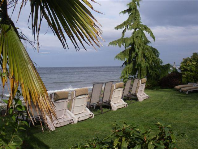 Landscaped gardens/ Wave watching - 2 bdrm beachfront 3rd nite FREE clam/oyster kayaks - Qualicum Beach - rentals