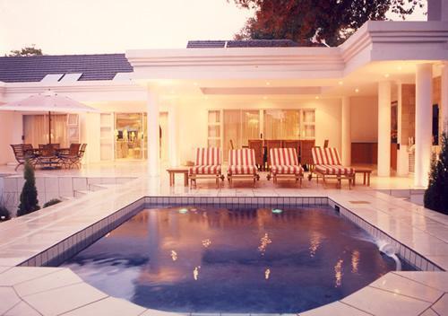 Pool area - de Pinna's Executive Guest House - Gauteng - rentals