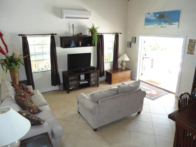 the lounge - Super house, great location. Book now for 10% off - Providenciales - rentals
