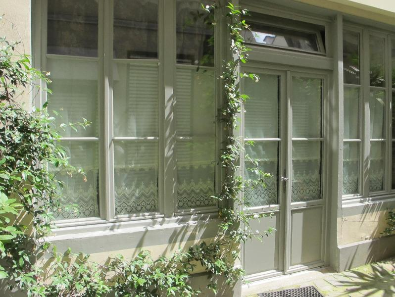 Entrance from the courtyard - Ben Franklin's Hide-Away - Paris - rentals
