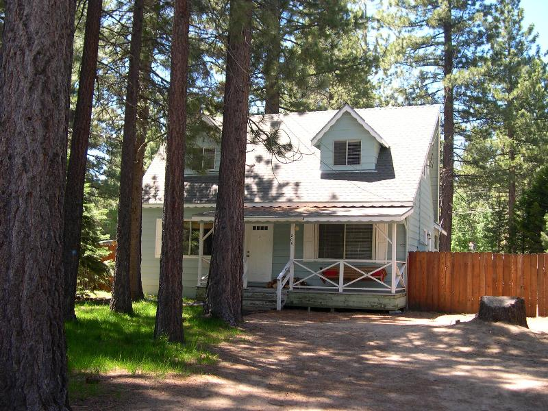 Peaceful Family Cabin - Hot Tub, Log Fire, & Bikes - Image 1 - South Lake Tahoe - rentals