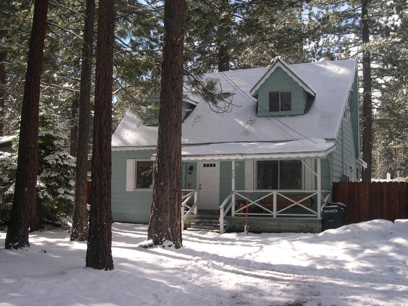 Peaceful Family Cabin - Hot Tub, Log Fire, & Bikes - Image 1 - South Lake Tahoe - rentals