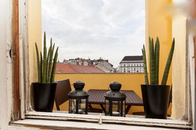 Budapesting's Basilica Corner Balcony Apartment - Image 1 - Budapest - rentals