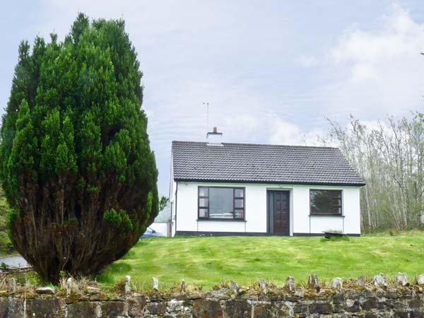 THE HARE'S LEAP, pet friendly, country holiday cottage, with a garden in Westport, County Mayo, Ref 4661 - Image 1 - Westport - rentals
