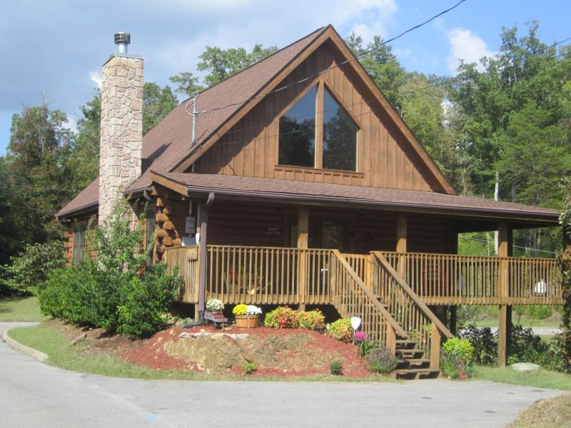 Amazing Grace- In a corner lot surrounded by lots of trees - Amazing Grace-Celebrate the Smokies- FREE WI-FI!! - Sevierville - rentals
