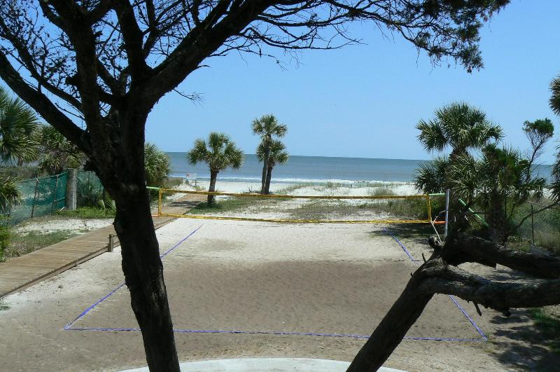 Beach volleyball at Coco\'s Cabana - Short Walk to Ocean - Free Wi-Fi - 3BR - Top Floor - Hilton Head - rentals