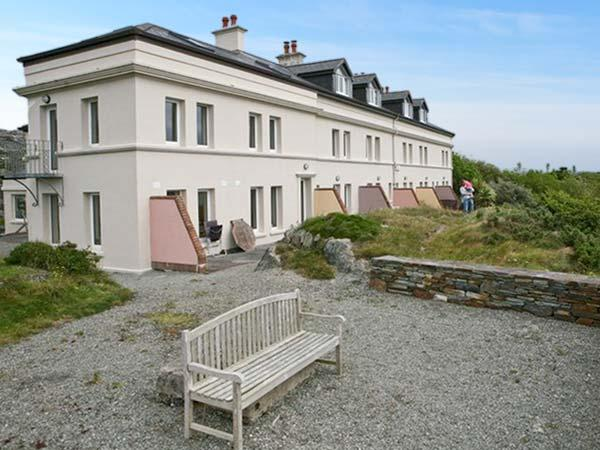 NO 4 CROOKHAVEN COASTGUARD COTTAGES, pet friendly, with a garden in Goleen, County Cork, Ref 4660 - Image 1 - Goleen - rentals