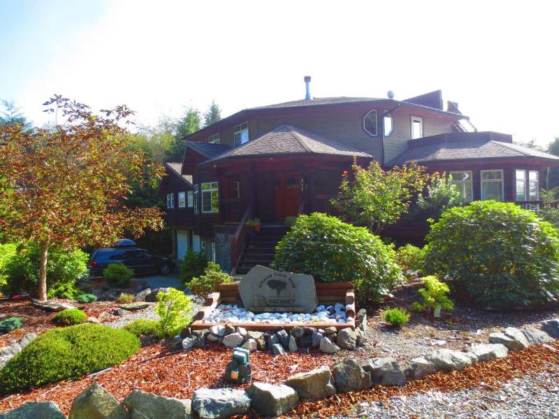 Our House at Arbutus Vacation Home & Guest Suite - VacationHome Ucluelet 1or2 Bed-Full Kitchen - Ucluelet - rentals