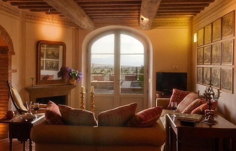 Relax in the beautiful living room with view of the Val d'Orcia and Monte Amiata - Casa Moricciani - A Tuscan Villa of Discreet Charm - Siena - rentals