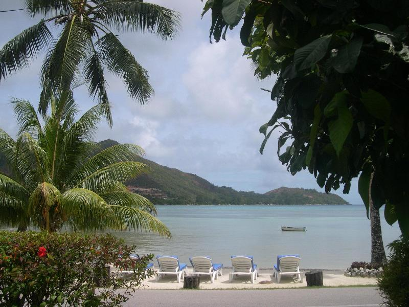 beach front with sunbeds - Villa with Sea View and swimming Pool and free wif - Praslin Island - rentals