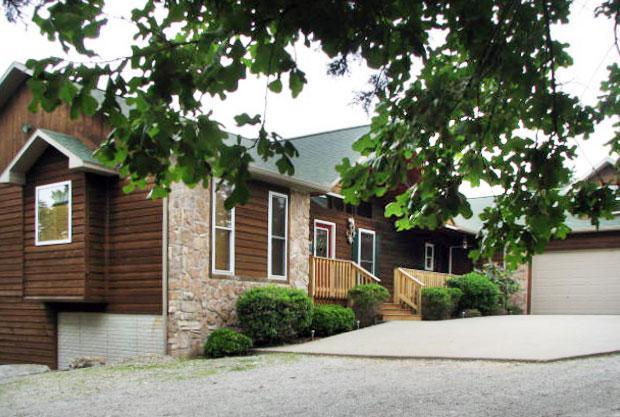 Five Bedroom House - CanUCanoe Hillcrest Lodge 5BR Riverview LuxuryHome - Eureka Springs - rentals