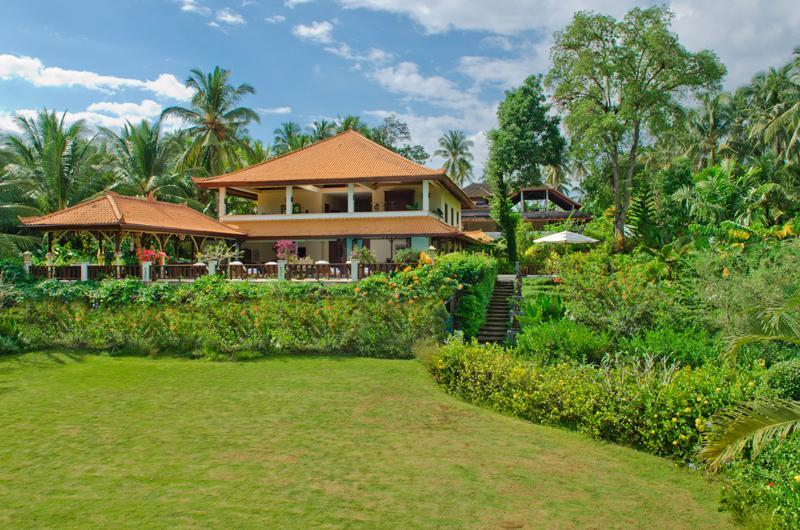 7 double bedroom private villa with pool and staff - Image 1 - Tabanan - rentals