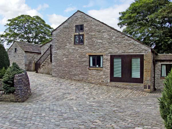 THE HAY LOFT, pet friendly, country holiday cottage, with a garden in Peak Forest, Ref 5514 - Image 1 - Peak Forest - rentals