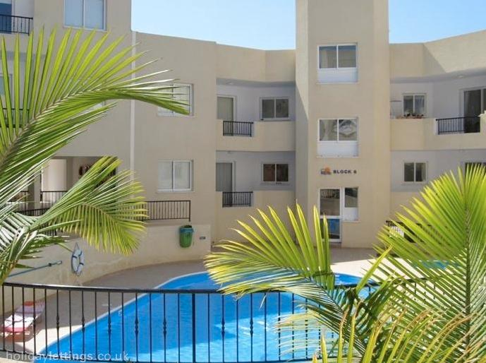 Main pool area - Apartment - Peyia - rentals