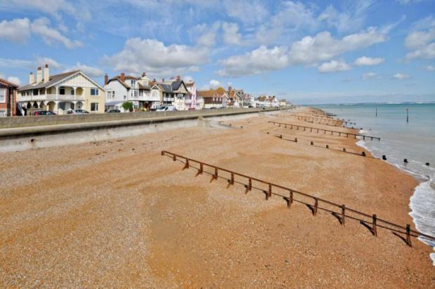 The beach outside is quiet and the local fish & chip shop delivers there! - Spacious luxury 3 bedroom seafront apartment - Deal - rentals