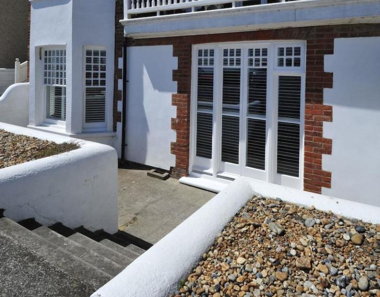 French doors to patio area at front, a stones throw from the beach - Spacious luxury 3 bedroom seafront apartment - Deal - rentals