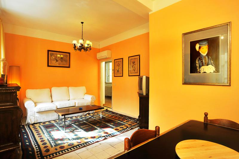 Bright 3rd Floor Apartment Rental with 3 Bedrooms - Image 1 - Florence - rentals
