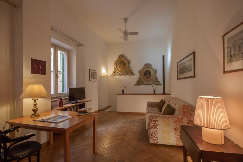 Charming 2 Bedroom Holiday Apartment in Florence - Image 1 - Florence - rentals