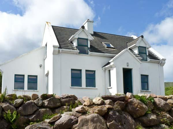 MOUNT BRANDON COTTAGE, family friendly, with a garden in Cloghane, County Kerry, Ref 4665 - Image 1 - Cloghane - rentals