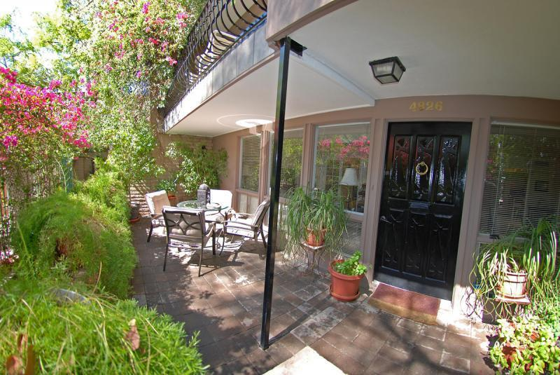 Sunny, lushly landscaped front patio is truly an oasis in the desert - SPACIOUS-SPOTLESS 3BR TOWNHOME HEART OF SCOTTSDALE - Scottsdale - rentals