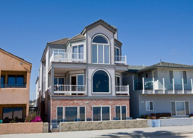 Large Six Bedroom Oceanfront Condominium Between the Piers! (68263) - Image 1 - Newport Beach - rentals