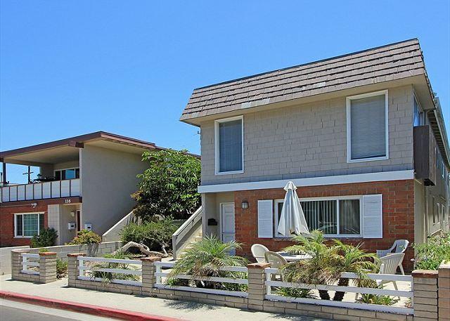 Spacious 5 Bedroom Upper Unit! 2 Lots Away From Sand! (68185) - Image 1 - Newport Beach - rentals