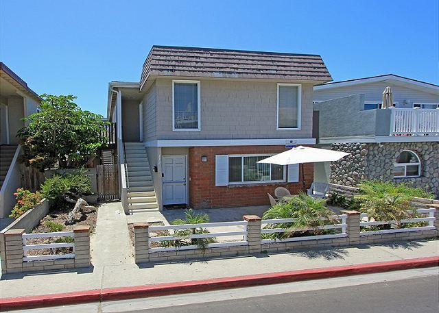 Great Beach Close Lower Unit! Steps to the Beach! (68184) - Image 1 - Newport Beach - rentals