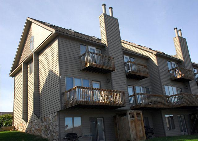 Exterior - Captivating lakefront townhome on a ski in/ ski out location! - McHenry - rentals