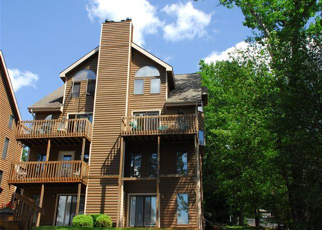 Exterior - Picturesque 3 Bedroom lakefront townhome with mountain & lake views! - McHenry - rentals