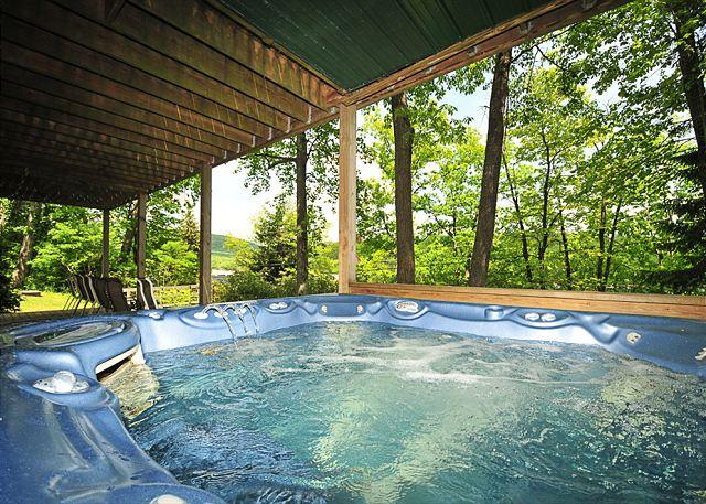 Hot Tub - Gorgeous 7 Bedroom Central-Lake w/Dock Slip; Beautiful Sunrises from the Deck - Oakland - rentals
