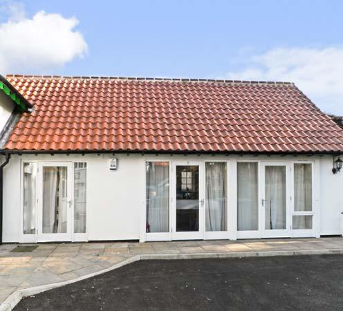 NO. 3 LOW HALL COTTAGES, pet friendly, with a garden in Scalby, Ref 7333 - Image 1 - Scalby - rentals