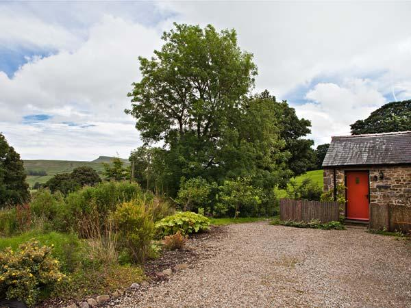 THE BUTTERY, romantic, luxury holiday cottage, with a garden in Countersett, Ref 7843 - Image 1 - Hawes - rentals