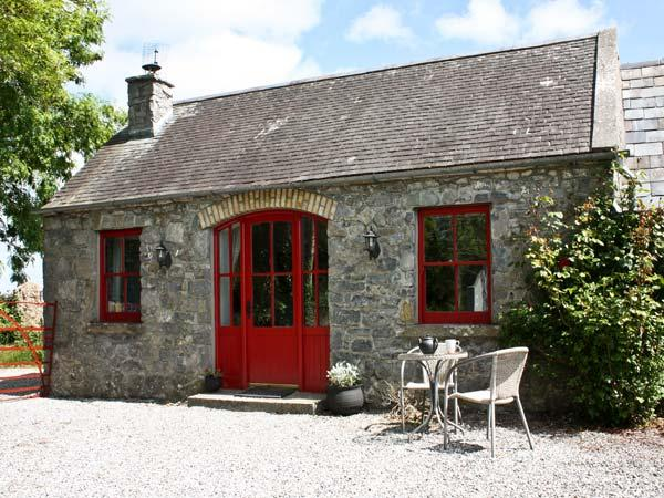 THE GRANARY, pet friendly, country holiday cottage, with open fire in Terryglass, County Tipperary, Ref 4672 - Image 1 - Terryglass - rentals